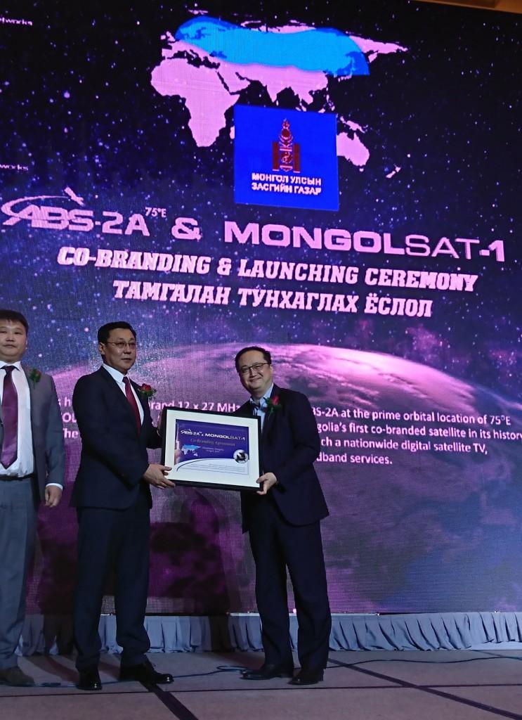 Photo_ Centre - PM Mr Erdenebat Jargaltulga and Tom Choi _right