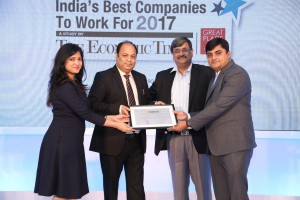 ZEE's HR Team accepts the award from Mr. Shreejit Mishra, COO, Bennett Coleman and Co. Ltd